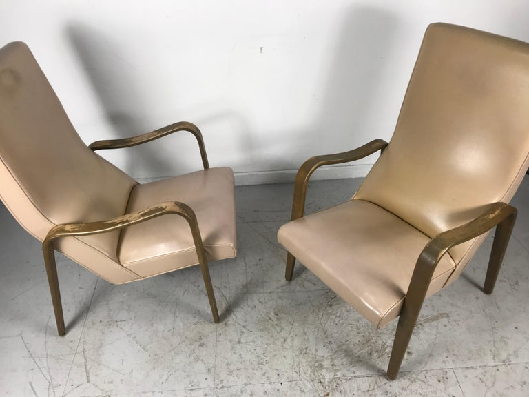 Pair of Classic Mid-Century Modern Bentwood Lounge Chairs by Thonet For Sale 1