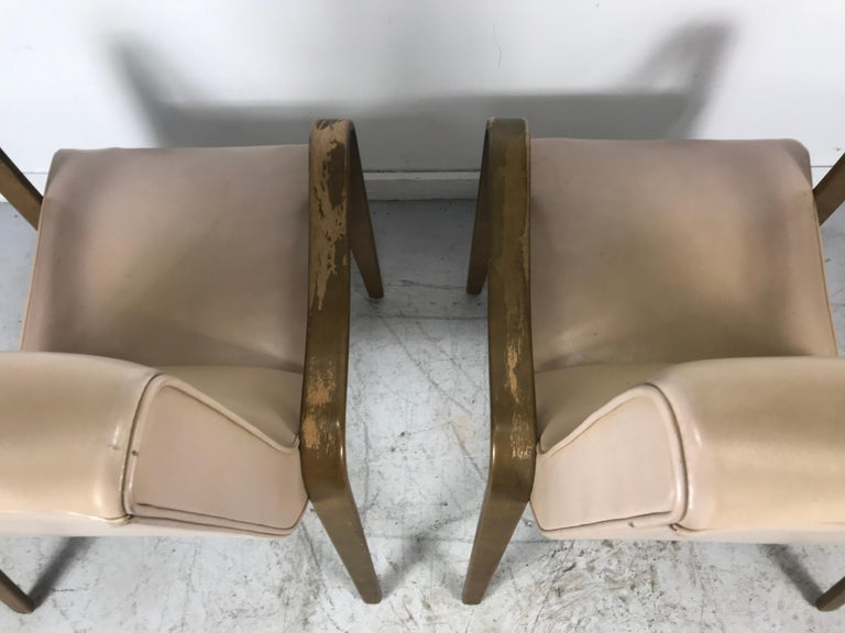 Pair of Classic Mid-Century Modern Bentwood Lounge Chairs by Thonet For Sale 4