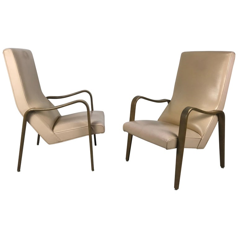 Pair of Classic Mid-Century Modern Bentwood Lounge Chairs by Thonet For Sale