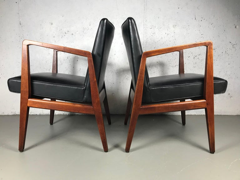 Pair of Classic Occasional Lounge Chairs by Jens Risom For Sale 6