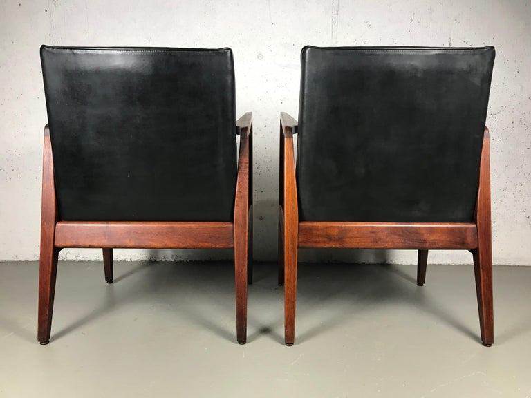 Pair of Classic Occasional Lounge Chairs by Jens Risom For Sale 8