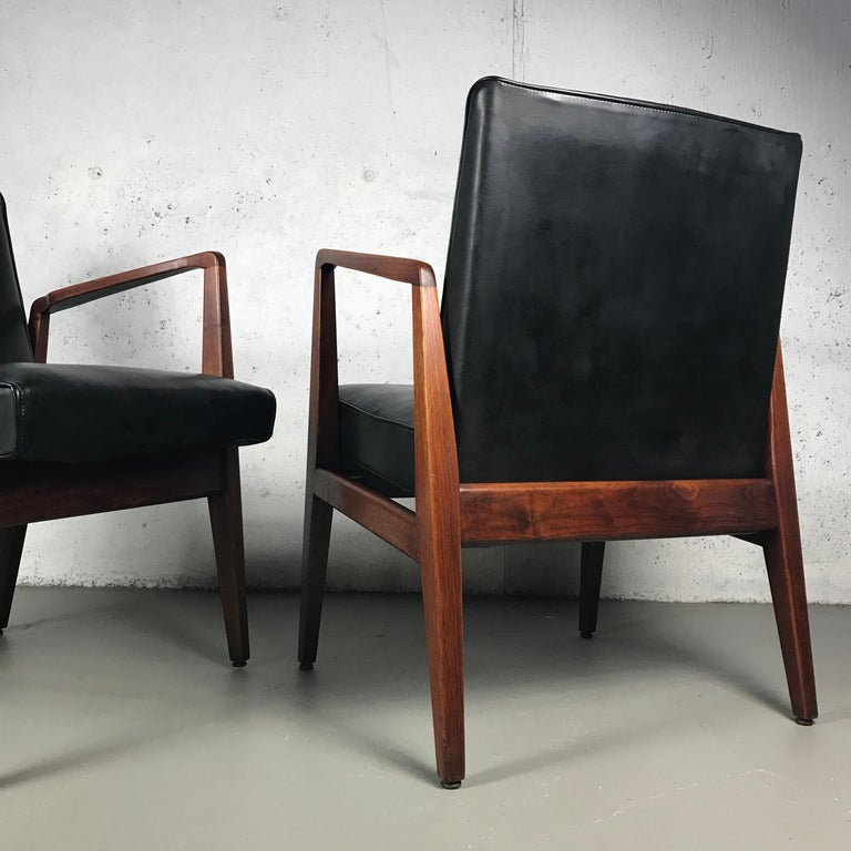 Mid-Century Modern Pair of Classic Occasional Lounge Chairs by Jens Risom For Sale