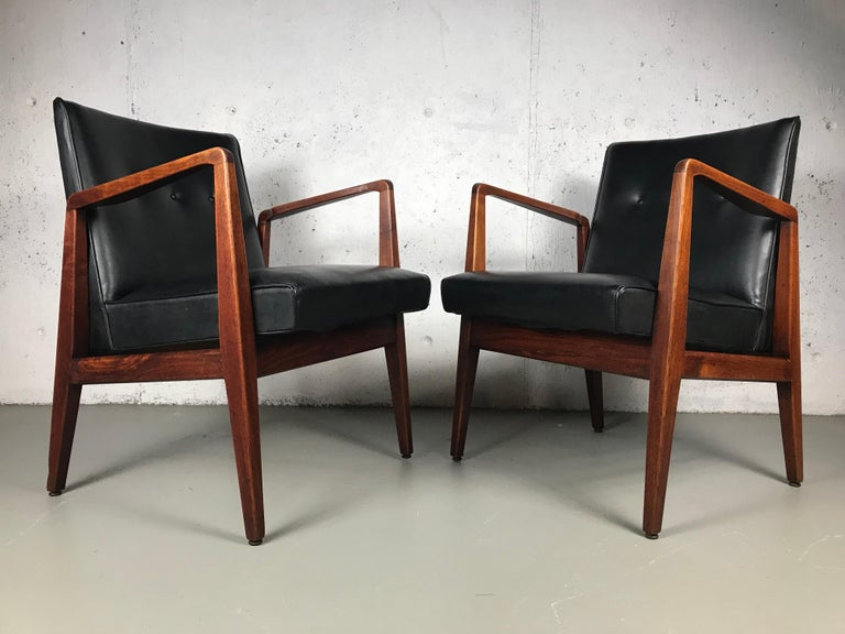 Pair of Classic Occasional Lounge Chairs by Jens Risom In Fair Condition For Sale In St.Petersburg, FL