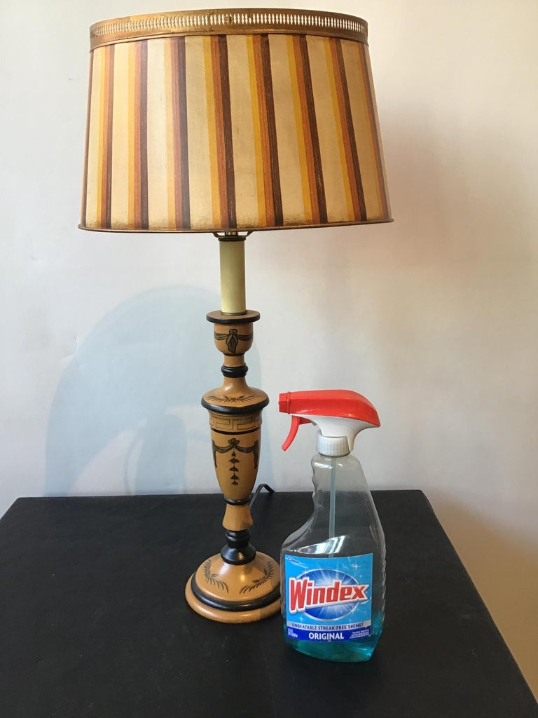 Pair of Classical Tole Lamps In Good Condition For Sale In Tarrytown, NY