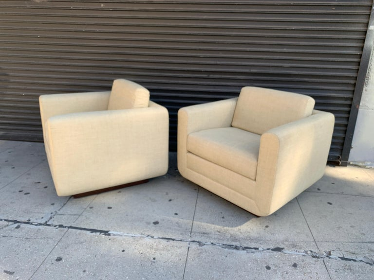 Pair of Club Chairs on Walnut Plinth by Harvey Probber In Good Condition For Sale In Los Angeles, CA