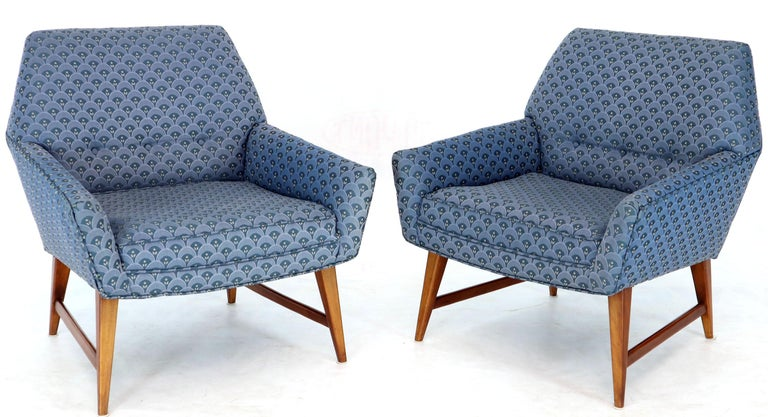 Mid-Century Modern Pair of Compact Lounge Chairs on Tapered legs. For Sale