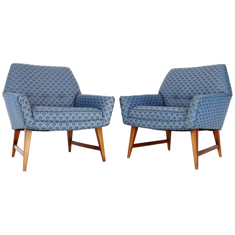 Pair of Compact Lounge Chairs on Tapered legs. For Sale