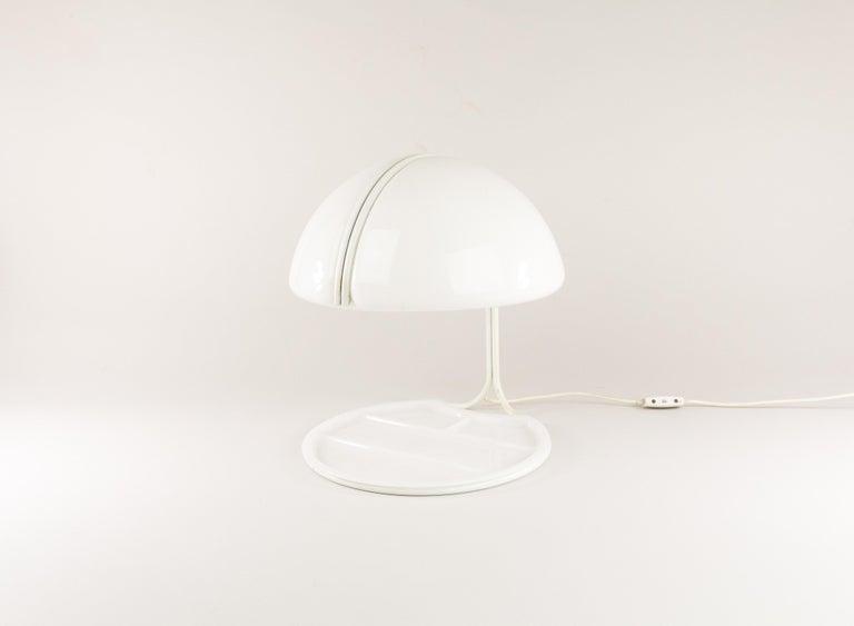Mid-20th Century Pair of Conchiglia Desk Lamps by Massoni and Buttura for Harvey Guzzini, 1960s For Sale