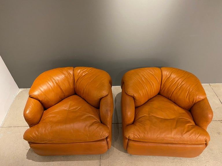 Pair of Confidential Armchairs For Sale 4
