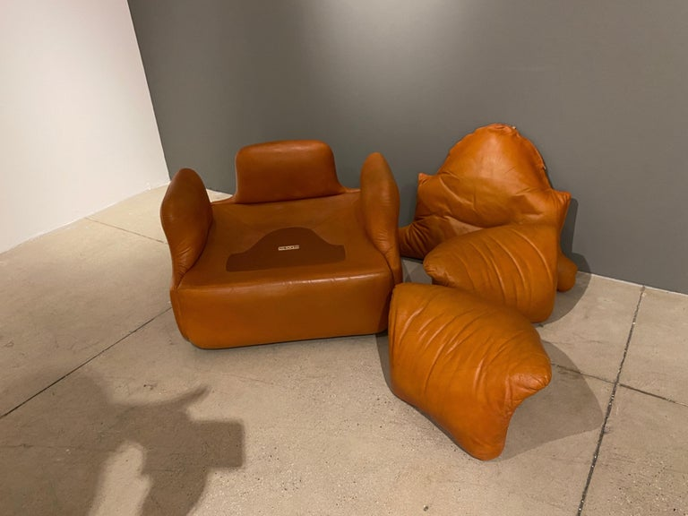 Pair of Confidential Armchairs For Sale 9