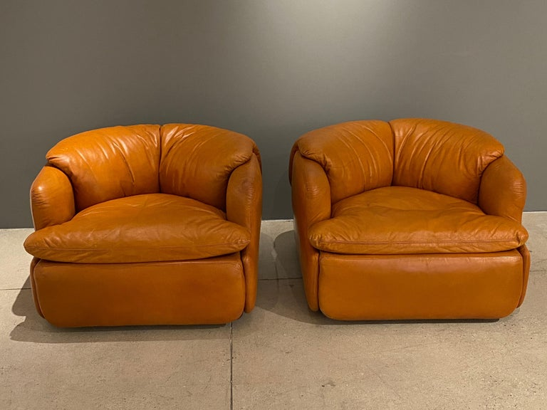 Pair of Confidential Armchairs In Good Condition For Sale In Los Angeles, CA