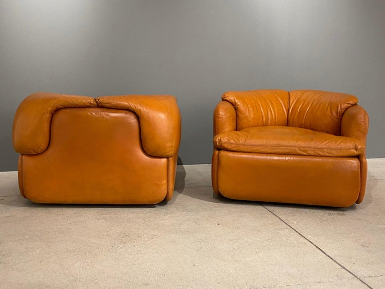 Late 20th Century Pair of Confidential Armchairs For Sale