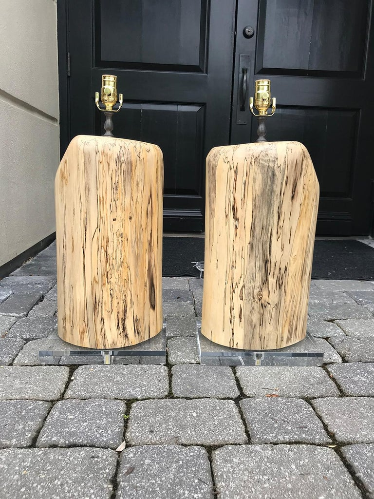 Pair of Contemporary Spalted Wooden Lamps on Custom Lucite Bases In Good Condition For Sale In Atlanta, GA