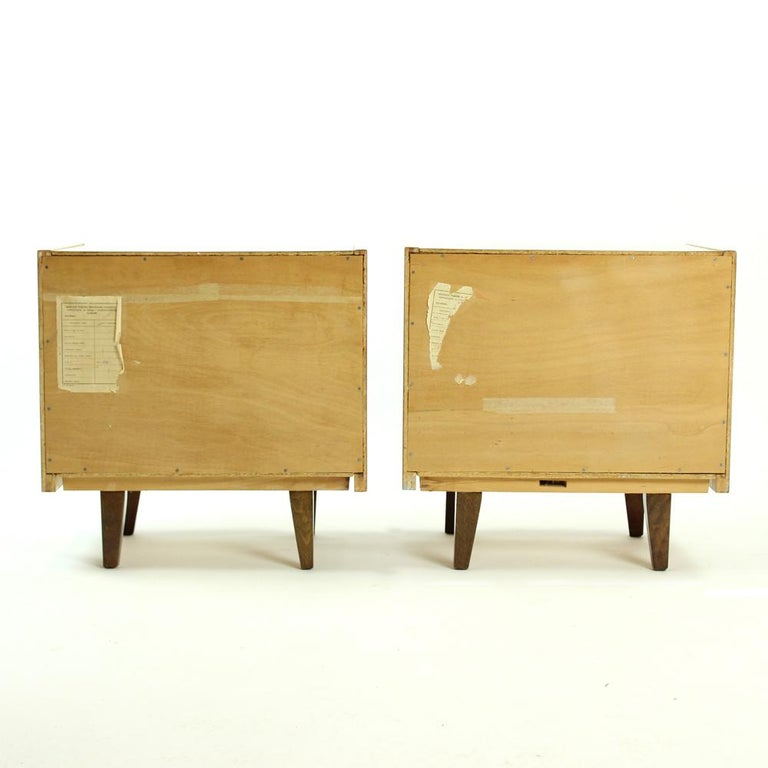 Pair of Cubical Bedside Tables in Walnut Veneer, Czechoslovakia, circa 1970 For Sale 4