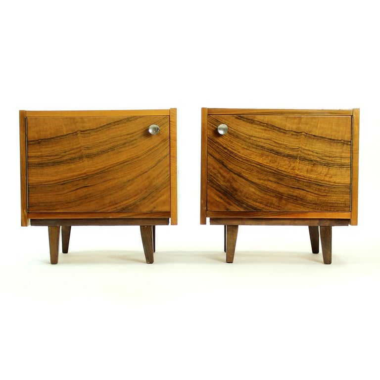 Pair of Cubical Bedside Tables in Walnut Veneer, Czechoslovakia, circa 1970 For Sale 6