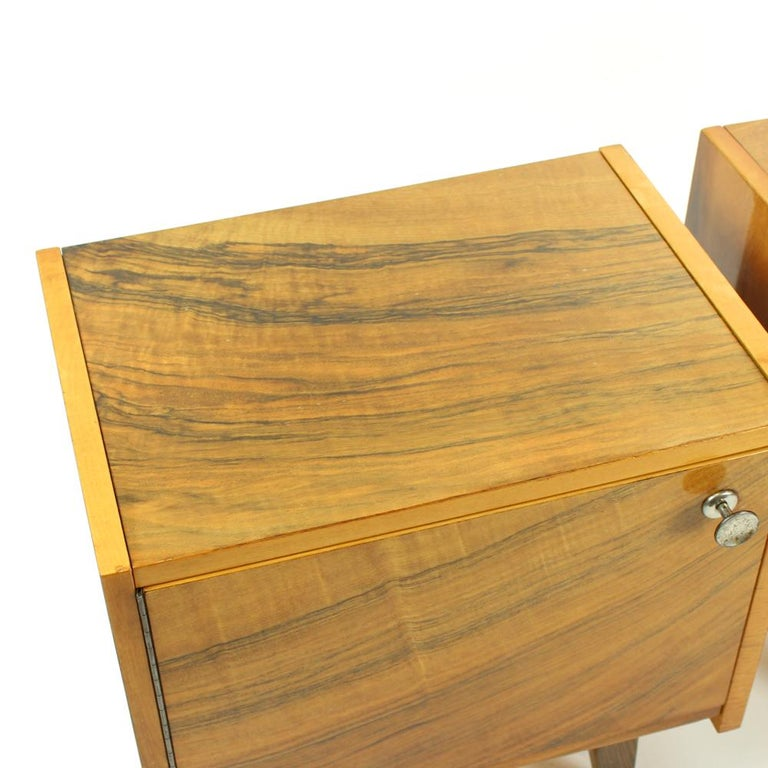 20th Century Pair of Cubical Bedside Tables in Walnut Veneer, Czechoslovakia, circa 1970 For Sale