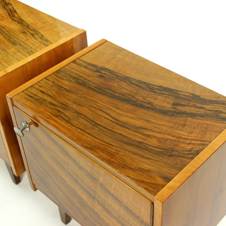 Pair of Cubical Bedside Tables in Walnut Veneer, Czechoslovakia, circa 1970 For Sale 1