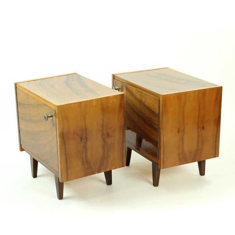 Pair of Cubical Bedside Tables in Walnut Veneer, Czechoslovakia, circa 1970 For Sale 2