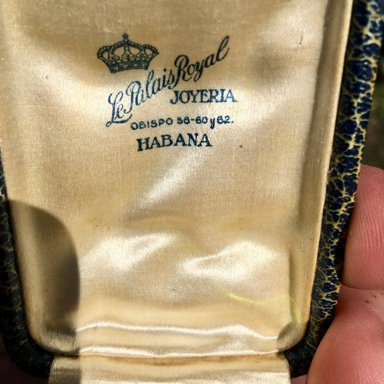 Cuban Pair of Cufflinks 18-Karat Gold and Green Cabochon Moldavite For Sale