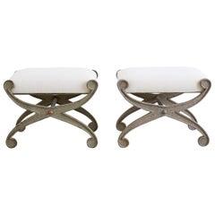 Zwei Kurulische Eisenbänke oder Stühle