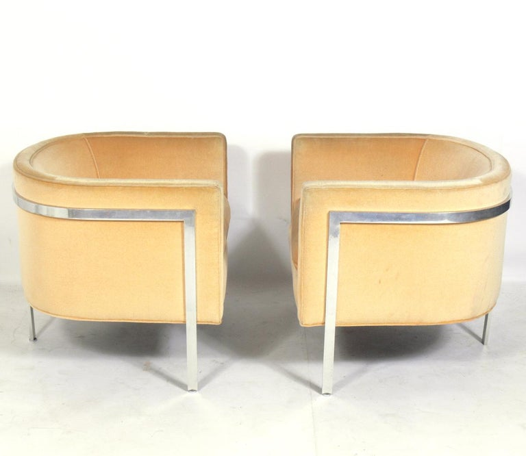 Mid-Century Modern Pair of Curvaceous Tub Chairs by Harvey Probber For Sale