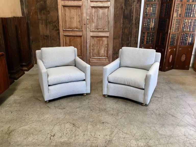 American Pair of Curved Back 1950s Lounge Chairs on Casters For Sale