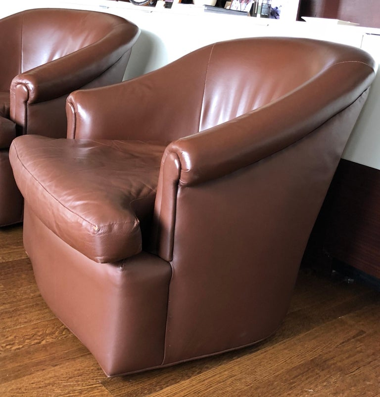 Pair of Custom Swivel Club Chairs in Rich Brown Leather In Good Condition For Sale In Long Island City, NY