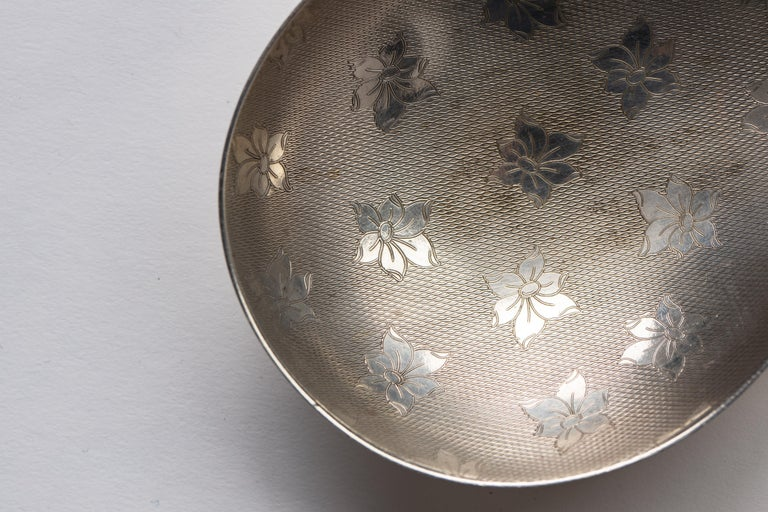 Pair of Danish 1950s Silver Plate Paisley Small Decorative Vide Poche Trays For Sale 1