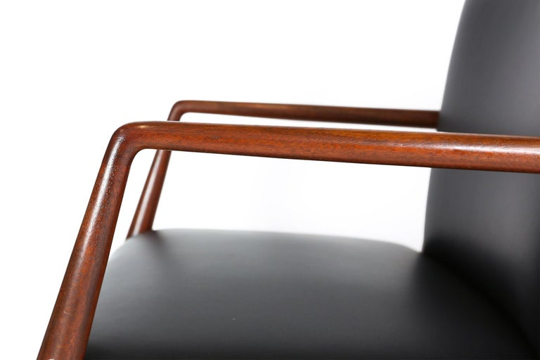 Pair of Danish Armchairs in Mahogany Wood and Leather Seating, 1960s In Good Condition For Sale In Ghent, BE