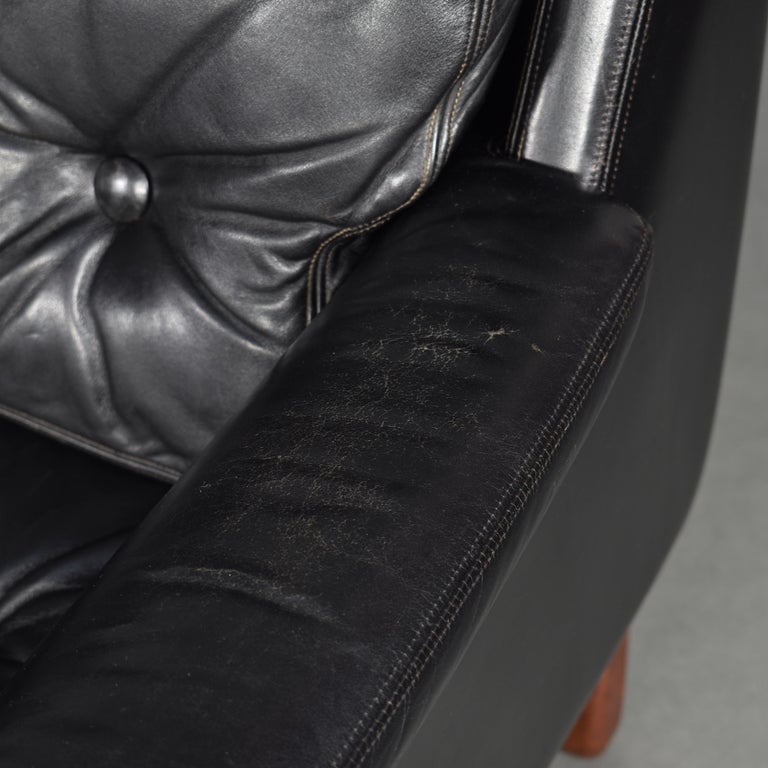 Pair of Danish Black Leather Club Lounge Chairs, circa 1950 For Sale 12