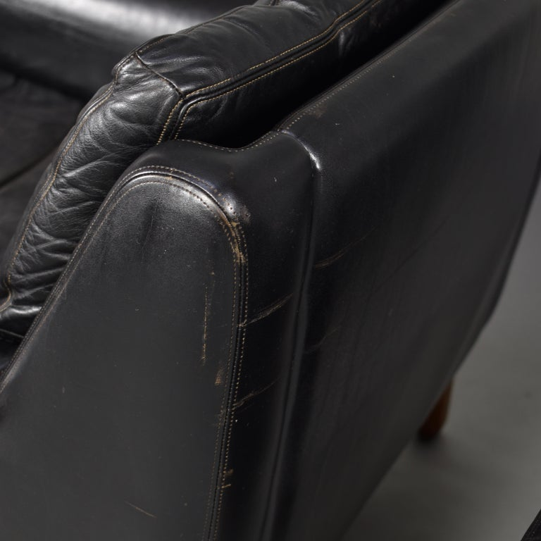 Pair of Danish Black Leather Club Lounge Chairs, circa 1950 For Sale 14