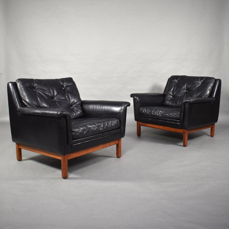 Amazing Danish lounge club chairs in black leather. Also available with 3-seat sofa.