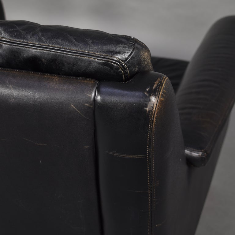 Pair of Danish Black Leather Club Lounge Chairs, circa 1950 For Sale 15