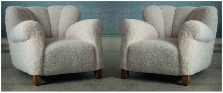 Pair of Danish Fritz Hansen Model 1518 Large Size Club Chairs in Lambswool 1940s For Sale 4