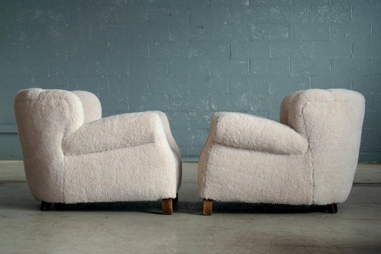 Pair of Danish Fritz Hansen Model 1518 Large Size Club Chairs in Lambswool 1940s For Sale 5