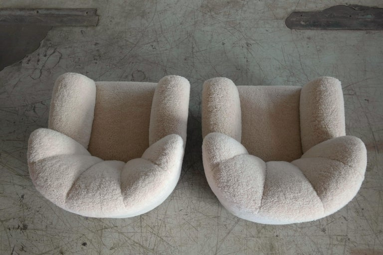 Pair of Danish Fritz Hansen Model 1518 Large Size Club Chairs in Lambswool 1940s In Excellent Condition For Sale In Bridgeport, CT