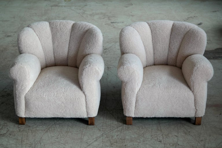 Mid-20th Century Pair of Danish Fritz Hansen Model 1518 Large Size Club Chairs in Lambswool 1940s For Sale