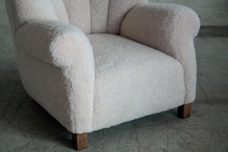 Wool Pair of Danish Fritz Hansen Model 1518 Large Size Club Chairs in Lambswool 1940s For Sale