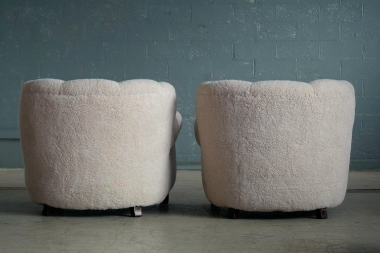 Pair of Danish Fritz Hansen Model 1518 Large Size Club Chairs in Lambswool 1940s For Sale 3
