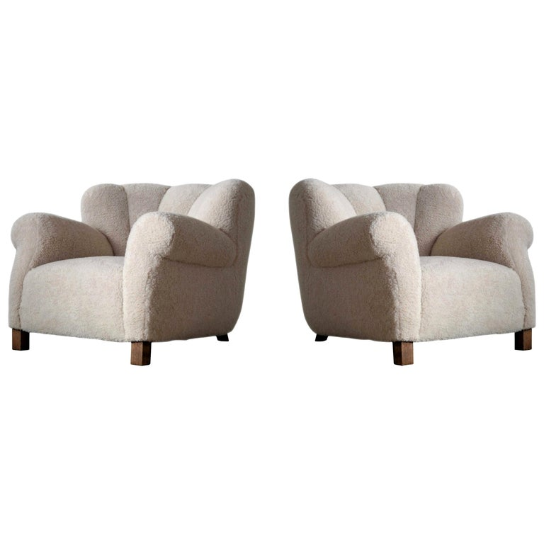 Pair of Danish Fritz Hansen Model 1518 Large Size Club Chairs in Lambswool 1940s For Sale