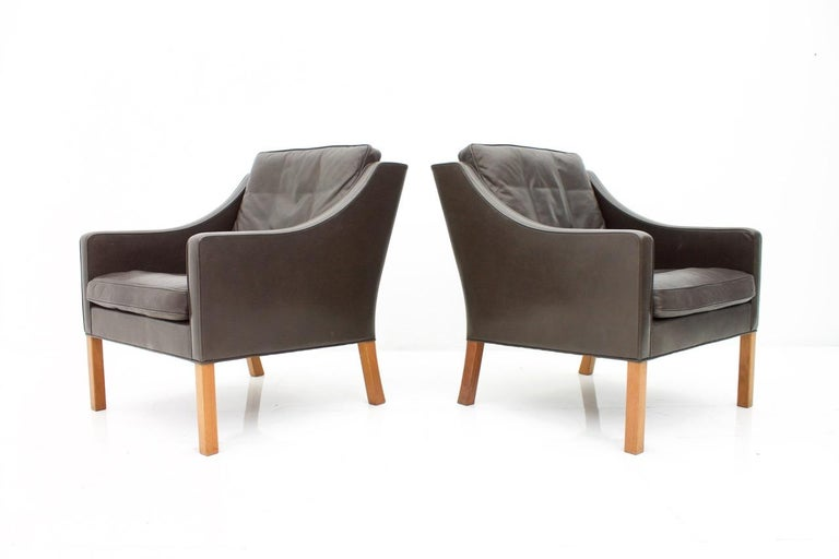 Beautiful pair of Børge Mogensen lounge chairs 2207 in chocolate brown leather by Fredericia Stolefabrik, Denmark, 1960s.  Very good condition.
