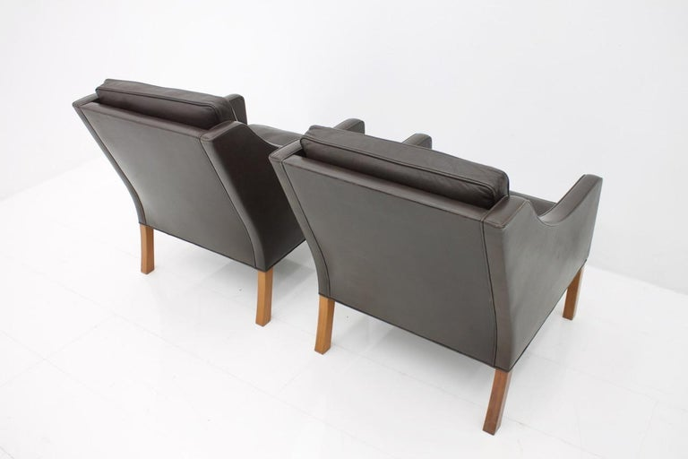 Pair of Danish Lounge Chairs by Børge Mogensen in Chocolate Brown Leather, 1960s For Sale 1