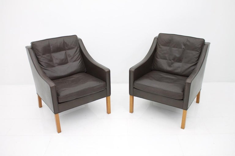 Pair of Danish Lounge Chairs by Børge Mogensen in Chocolate Brown Leather, 1960s For Sale 2