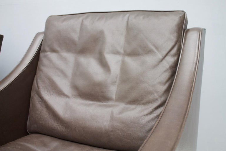 Pair of Danish Lounge Chairs by Børge Mogensen in Chocolate Brown Leather, 1960s For Sale 4