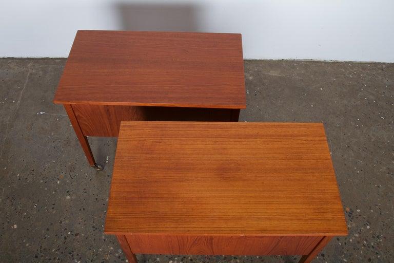Pair of Danish Midcentury Bedside Tables in Teak, 1960s For Sale 3
