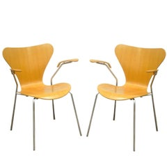 Pair of Danish Modern Fritz Hansen Arne Jacobsen Knoll Series 7 Armchairs B