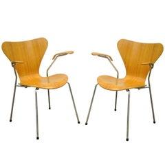 Pair of Danish Modern Fritz Hansen Arne Jacobsen Knoll Series Seven Arm Chairs a
