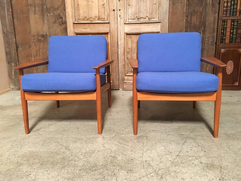 20th Century Pair of Danish Modern Lounge Chairs by Arne Vodder For Sale