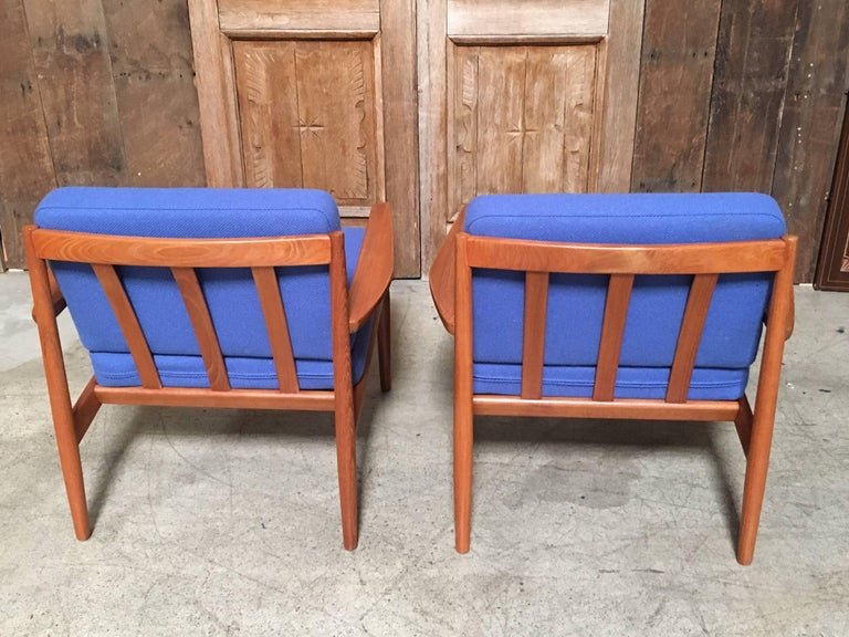 Fabric Pair of Danish Modern Lounge Chairs by Arne Vodder For Sale