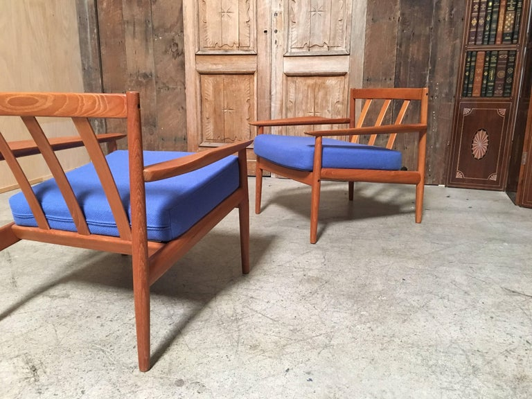 Pair of Danish Modern Lounge Chairs by Arne Vodder For Sale 2
